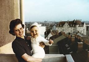 1964 mit Mutter Marianne in unserer Wohnung, Bürgermeister-Bunk-Straße 6 in Augsburger-Oberhausen.