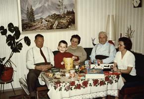 Um 1970, mit Großeltern und Eltern.