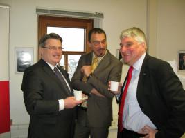 Bayerns Justizminister Winfried Bausback zu Besuch in meinem Büro in der Schaezlerstraße (zusammen mit meinem Landtagskollegen Linus Förster).