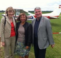 Flugtag für Menschen mit Behinderung in Schwabmünchen. Zusammen mit unserer Bundestagsabgeordneten Ulrike Bahr (links) und der stellvertretenden Landrätin Sabine Grünwald war ich dort. Sehr windig war es!