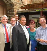 Sigmar Gabriel war im Sommer 2014 zu Gast an der Augsburger Kahnfahrt. Hier hat er sich mit Start-Up-Unternehmern getroffen.
