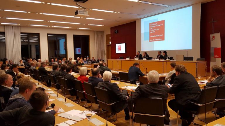 Fachgespräche bieten die Möglichkeit, sowohl Informationen aufzunehmen, als auch Informationen weiterzugeben. Als Sportpolitischer Sprecher der SPD-Landtagsfraktion sind mir solche Gespräche mit Sportvereinen und Verbänden sehr wichtig.