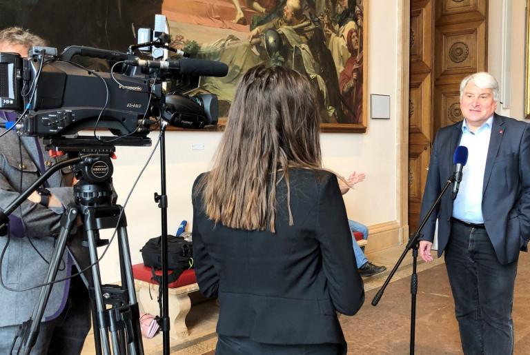 Beim Interview mit dem PlenumTV