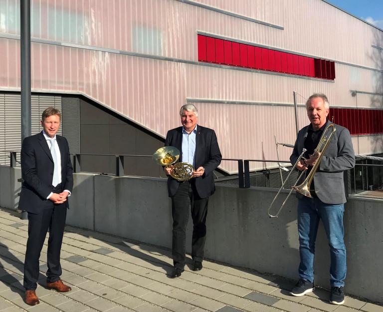 Mit dem Bürgermeister der Stadt Neusäß, Richard Greiner und dem Musikschulleiter, Achim Binanzer (v.links).