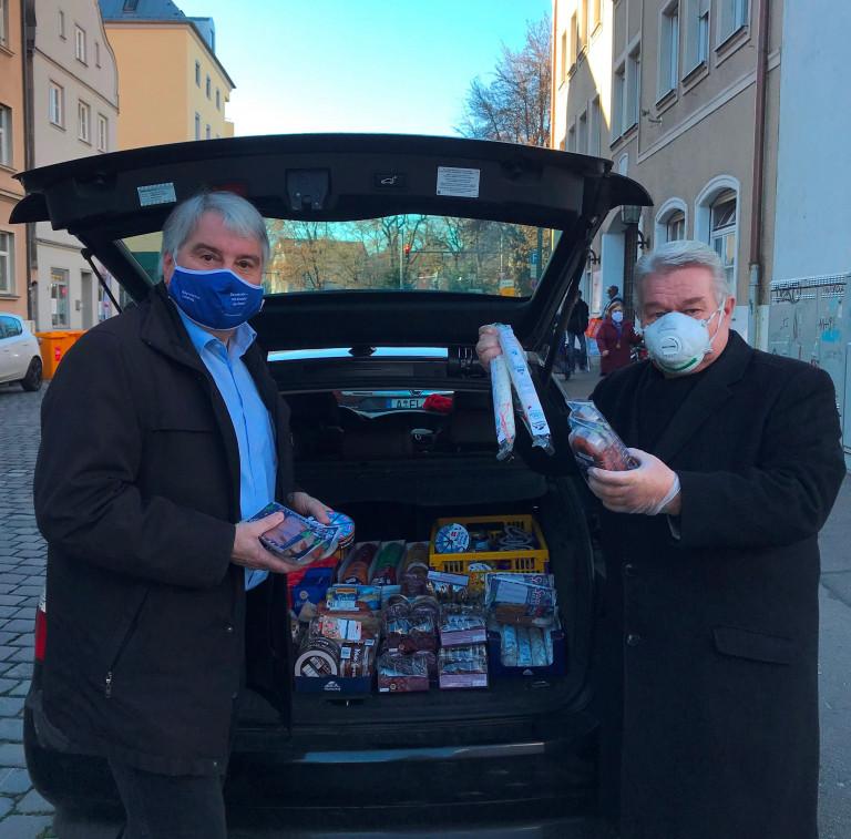 Spendenübergabe mit Hans Stecker