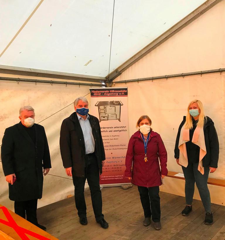 Austausch im Wärmestuben-Zelt mit Hans Stecker, Ulla Schmidt und Carina Huber (v.links)